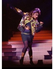 55025209a028c_-_hbz-madonna-1985-chicago-concert-2-1111-de