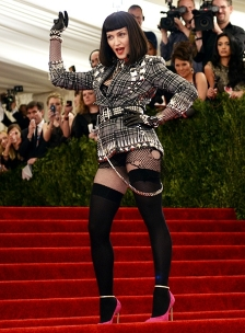 madonna-shocking-dressed-600