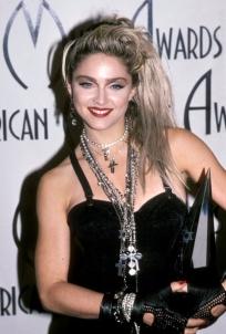 new-madonna-fashion-american-music-awards-01281985-617-600