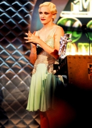 new-madonna-fashion-mtv-music-awards-09071994-617-600