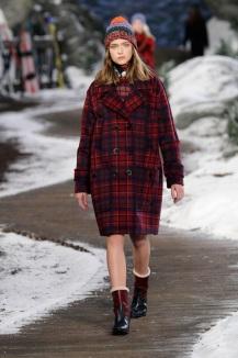 moda-autunno-inverno-2014-2015-tommy-hilfiger-cappotto-doppio-petto-ampio-tartan