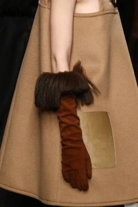 guanti-in-suede-con-bordo-di-pelliccia