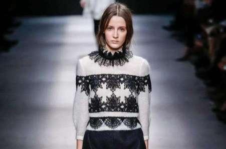 pullover-con-decorazioni-nere-alberta-ferretti